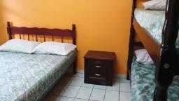 Vendo cama casal de madeira maciça R$300,00