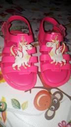 Vendo sandália infantil da melissa
