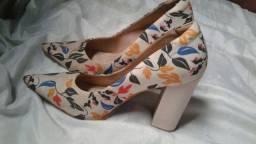 Sapatos em bom estado os 2 por 20 reais