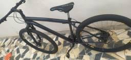 1 Bicicleta aro 29, 1 bicicleta aro 26 e 1 transbike para 2 bikes.