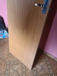Porta de Madeira Frisada com uma pequena avaria R$ 200.00