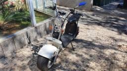 Sccoter 100% elétrica Goo Eletrics 3000W, capacetes e acessórios