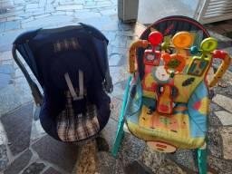 Cadeira de balanço e bebê conforto