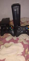 Vendo xbox 360 + kinect + 2 controles + jogos !