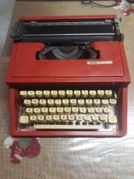 Maquina de Escrever Portátil Olivetti LETTERA 31