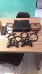Xbox 360( destravado) 2 controles