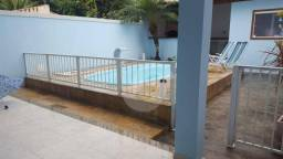 Casa duplex em rua tranquila em Itaipu: