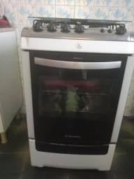 Vendo um fogão Electrolux em ótimo estado de conservação