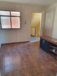 Bom apartamento 4° andar na Rua do Arroio/Cehab!