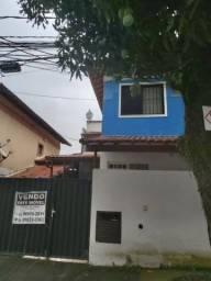 Vendo casa em Condomínio fechado