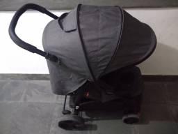 Carrinho de bebê Cosco c/ bebê conforto