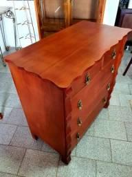 Antiga cômoda em madeira maciça restaurada