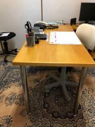 Título do anúncio: Mesa em pau marfim