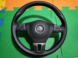 Volante com comandos do som vw
