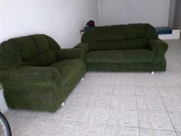 Vendo conjunto de sofás de dois e três lugares