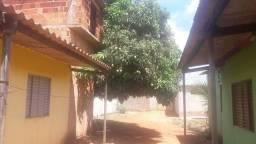Lote com 5 casas e um comércio em águas lindas de Goiás. muito barato