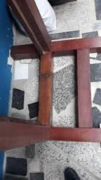 Vende 2 camas de solteiro madeira