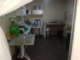 Vendo cadeiras e mesas uma geladeira um freezer fogão acessórios para bar