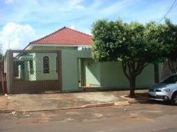 Casa ersidencial/comercial, 2 suites, 1 quarto, depósito, escritório, churras. Guanandi