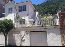 Casa com 3 quartos para alugar, 130 m² por R$ 2.600/mês - Santa Helena - Juiz de Fora/MG