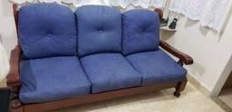 Sofa em madeira  3 lugares