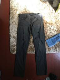 Calça jeans preta destroyed