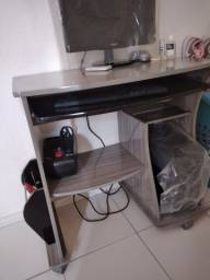 Mesinha para computador usada