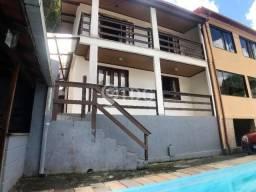 Excelente casa duplex com 3 quartos em condomínio próximo ao Centro de Teresópolis