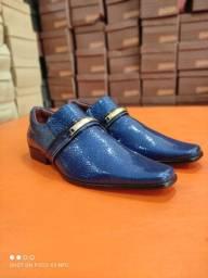 Sapato social de couro envernizado