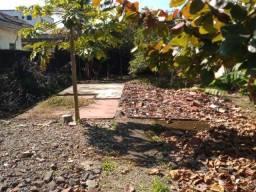 Terreno medindo 10x30 de 300m2 em Guarujá, próximo a Av. Ademar de Barros