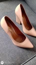 Par de sapatos scarpin num. 35. R$ 35,00
