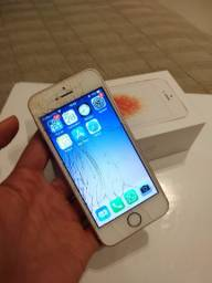 IPhone SE 32 Gb Ouro Rosa c/ a tela quebrada e funcionando