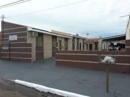 Kit Net no Centro B de Rondonópolis com 1 Quarto, Sala, Cozinha, Banheiro e Garagem Cob.