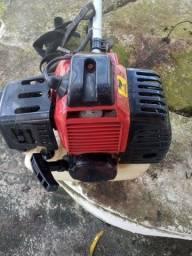Máquina de cortar grama e matos