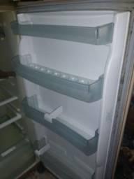 Vendo geladeira Brastemp Frost Free. Acc cartão