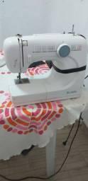 Máquina de costura faz 17 tipos de pontos faz alguns bordados e prega botões e faz caseado
