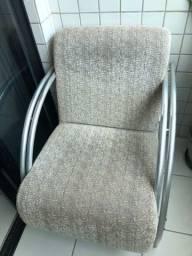 Duas cadeiras de tecido