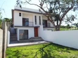 Linda casa com vista para lagoa, composta de 03 quartos, próximo do detran. *