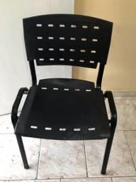Cadeiras (Preta, verde ou laranja)