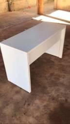 Mesa em MDF com duas gavetas