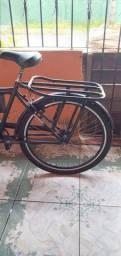 Uma bicicleta cargueira