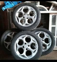 Roda aro 15 com com pneus