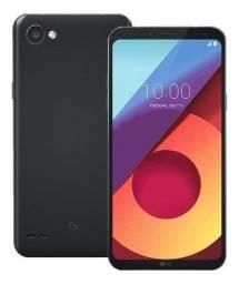 LG Q6 preto com capinha
