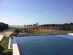 Terreno em condomínio fechado de alto padrão com acesso à Lagoa de Ibiraquera