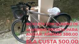 Bicicleta com quadro de alumínio