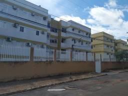 Alugo Apartamento no valor de 900 reais