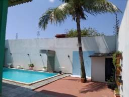 Alugo Linda casa Com Piscina no Parque 10 com 5 Quartos e 2 Suítes