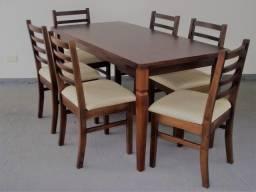 Mesa retangular de madeira com 6 cadeiras