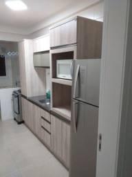 Apartamento de dois quartos semi-mobiliado