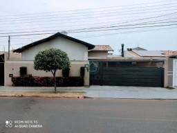 Linda casa com excelente localização no bairro Vilas Boas!